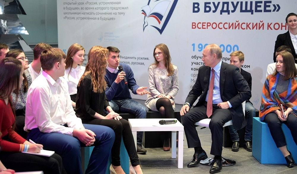 Путин встретится спобедителями конкурса сочинений обудущем Российской Федерации