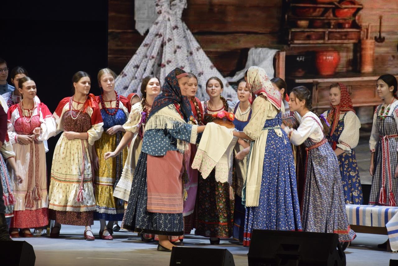 В Поволжском православном институте состоялся фольклорно-этнографический спектакль «Русская свадьба»