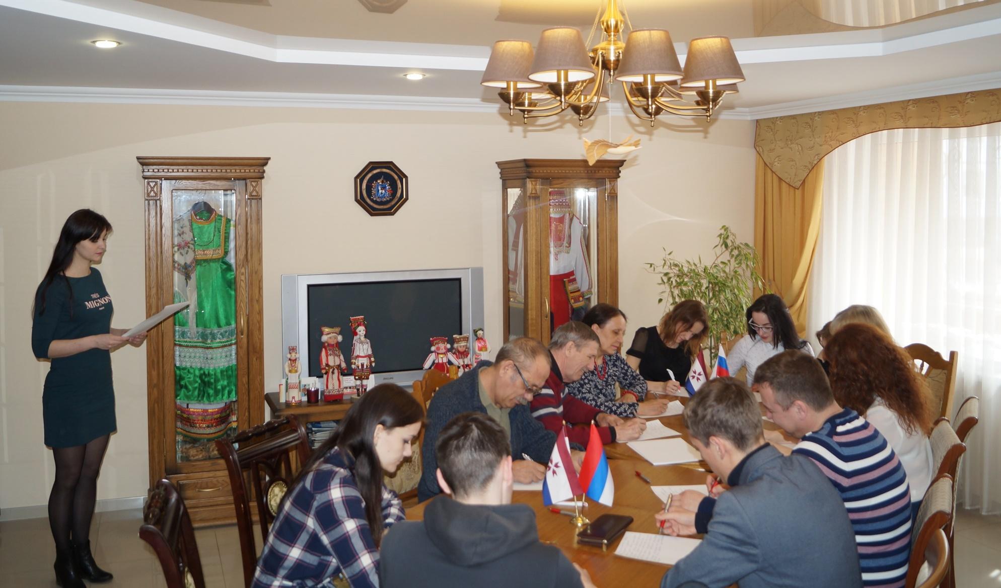 500 граждан Саранска написали диктант поэрзянскому имокшанскому языкам